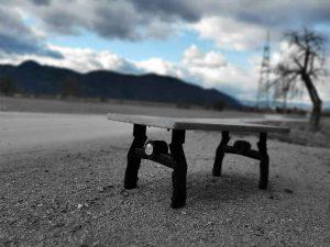 Klubska miza iz lesa in epoksija - hrast