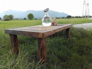 Miza iz starega lesa