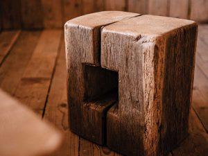 Stol brez naslona - hrast
